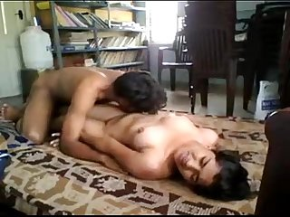 Desi beautiful buts girl fucked nicely - XVIDEOS.COM